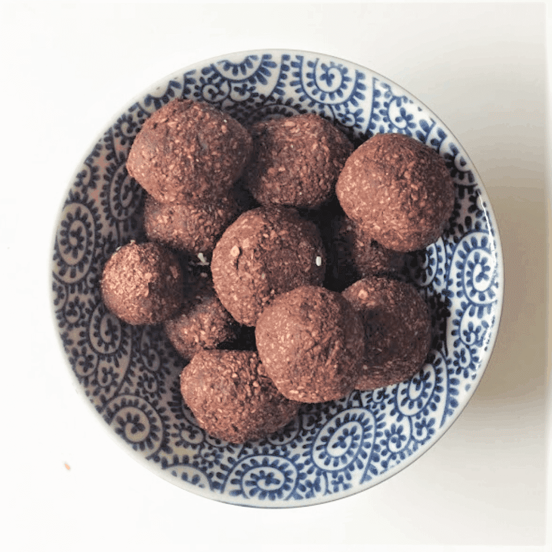 Recipes for runners: Raw chocolate energy balls